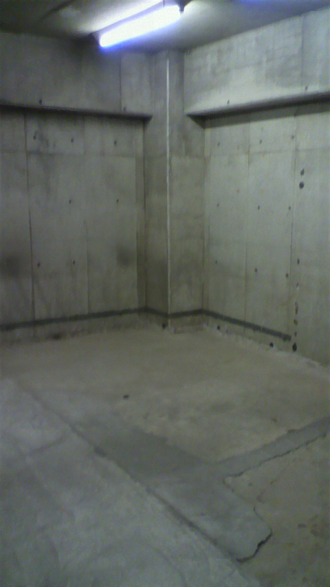 三田耀ビル地下の写真です